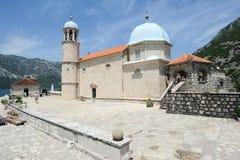 Unsere Dame der Felseninsel auf Kotor-Bucht Stockfoto