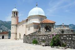 Unsere Dame der Felseninsel auf Kotor-Bucht Lizenzfreie Stockfotografie
