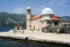 Unsere Dame der Felseninsel auf Kotor-Bucht Lizenzfreie Stockfotos
