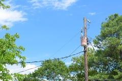 Unsightly опора линии электропередач по моему мнению Стоковые Фотографии RF