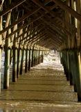 Unsinnigkeits-Strand-Pier, Unterseite stockbilder