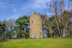 Unsinnigkeits-Turm an der Spitze Chinthurst-Hügels Surrey Stockbild