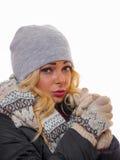 Unsmiling женщина одетая на зима стоковые фото