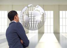Unsmiling azjatykci biznesmen z rękami krzyżować Obraz Stock