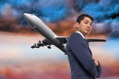 Unsmiling azjatykci biznesmen z rękami krzyżować Fotografia Stock