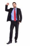 Unsmiling biznesmen pozycja z ręką podnoszącą Fotografia Royalty Free