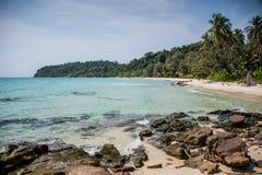 Unsopilted Crystal Beach tropicale all'isola di Koh Kood, Sud-est asiatico. Immagini Stock