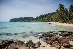 Unsopilted tropischer Crystal Beach in Koh Kood-Insel, Südostasien. stockbilder