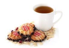 Unte con mantequilla las galletas y la taza de té Imágenes de archivo libres de regalías
