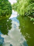 Unten auf dem Fluss lizenzfreies stockfoto