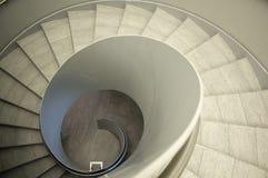 Unten ein Treppenhaus Lizenzfreie Stockfotos