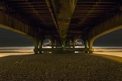 Unter Bournemouth-Pier Lizenzfreie Stockbilder