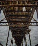 Unter dem alten Pier Lizenzfreies Stockfoto