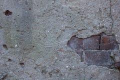Unter dem Beton ist Maurerarbeit Stockfoto