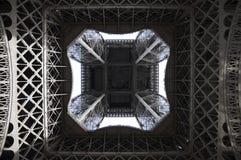 unter dem Eiffelturm lizenzfreies stockfoto