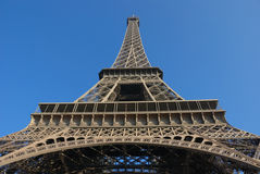 Unter dem Eiffelturm lizenzfreie stockbilder