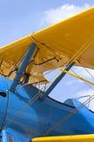 Unter dem Flügel - PT-13 Stearman Doppeldecker Stockfotos