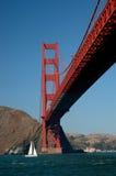 Unter dem Golden Gate stockfotos