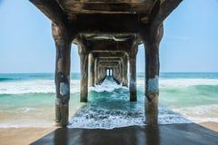 Unter dem Pier lizenzfreie stockfotografie