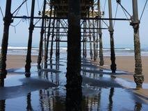 Unter dem Pier Stockfoto