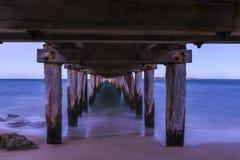 Unter dem Pier am Punkt Lonsdale während des Sonnenuntergangs Lizenzfreie Stockfotos