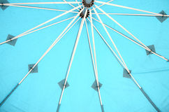 Unter dem Regenschirm Stockfotos