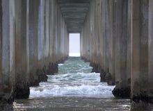 Unter dem Scripps-Pier in La Jolla, Kalifornien stockfoto