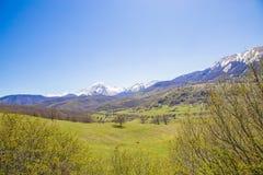 Unter den Bergen in Abruzzo Italien Stockfoto