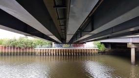 Unter der Brücke Stockfoto
