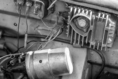 Unter der Haubenabdeckung des Autos Stockfotos