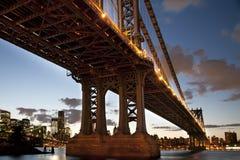 Unter der Manhattan-Brücke Stockfoto