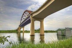Unter der Sauvie Insel-Brücke Stockbild