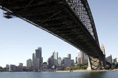Unter der Sydney-Hafen-Brücke Stockfoto
