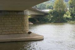Unter die Brücke lizenzfreies stockfoto