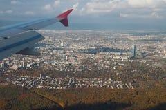 Unter europäischer Stadt des flachen Flügels Frankfurt-am-Main, Deutschland lizenzfreie stockbilder