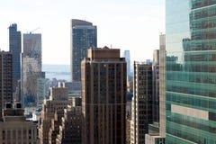 Unter Manhattans Wolkenkratzern 1 stockbild