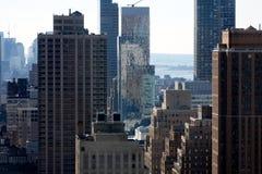 Unter Manhattans Wolkenkratzern 2 stockfotos