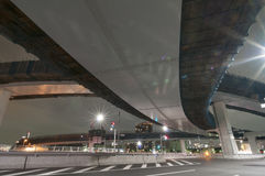 Unter Nachtlandstraße stockfoto
