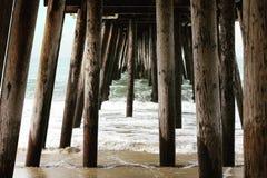Unter Pier stockfotos