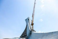 Unter Reparatur der Turm Montreals das Olympiastadion Lizenzfreies Stockfoto