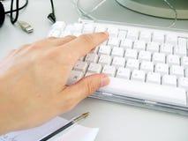 Unter Verwendung der Tastatur Stockfotografie
