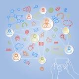 Unter Verwendung des Telefons für Konzeptvektor des Sozialen Netzes Lizenzfreie Stockfotos