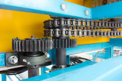 Unter Verwendung einer Mischung von Ketten und von Kettenrädern Lizenzfreie Stockbilder