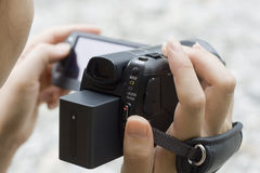 Unter Verwendung einer Videokamera Stockfoto