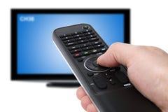 Unter Verwendung Fernsehapparates Fernsteuerungs Stockfotografie