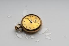 Unterbrochene antike Taschen-Uhr Lizenzfreie Stockfotos