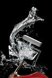 Unterbrochene Duftstoffflasche und -schuh Stockfoto