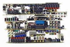 Unterbrochene elektronische Vorstände auf einem Abfallspeicherauszug stockbilder