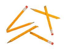 Unterbrochene gekaute Bleistifte XXXL getrennt Stockfotos