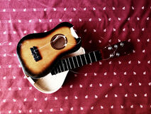 Unterbrochene Gitarre Lizenzfreie Stockbilder